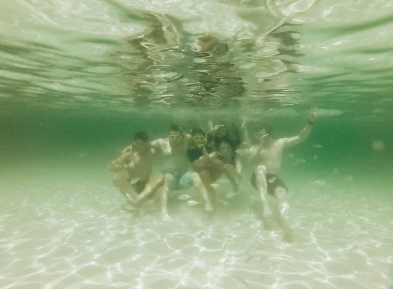group pic underwater