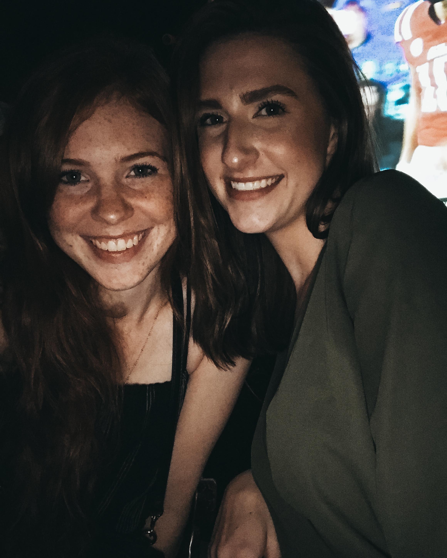 2 friends in a bar